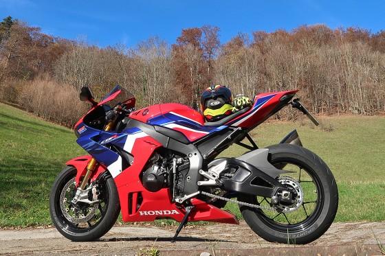 Honda_CBR1000RR-R_Fireblade_SP_Herbstimppressionen_-_14
