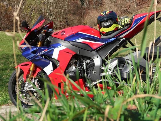 Honda_CBR1000RR-R_Fireblade_SP_Herbstimppressionen_-_13