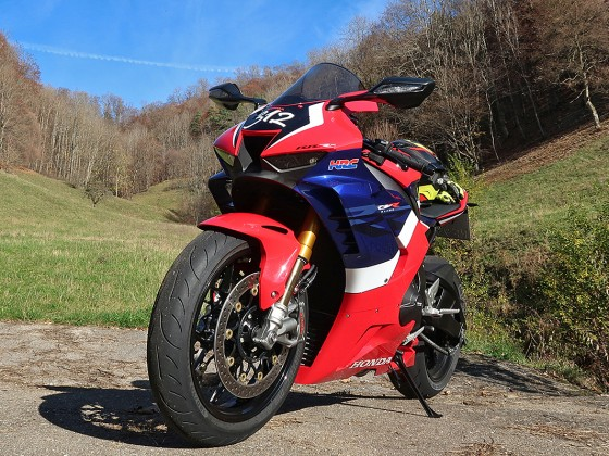 Honda_CBR1000RR-R_Fireblade_SP_Herbstimppressionen_-_16