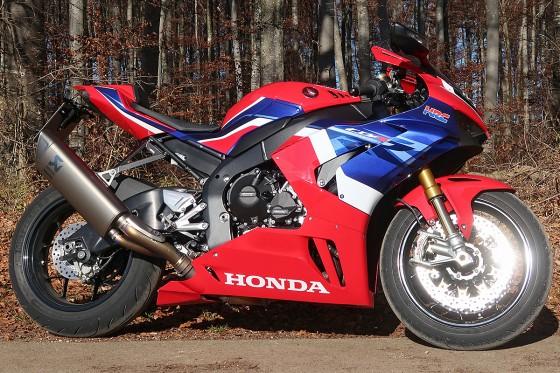 Honda_CBR1000RR-R_Fireblade_SP_Herbstimppressionen_-_19