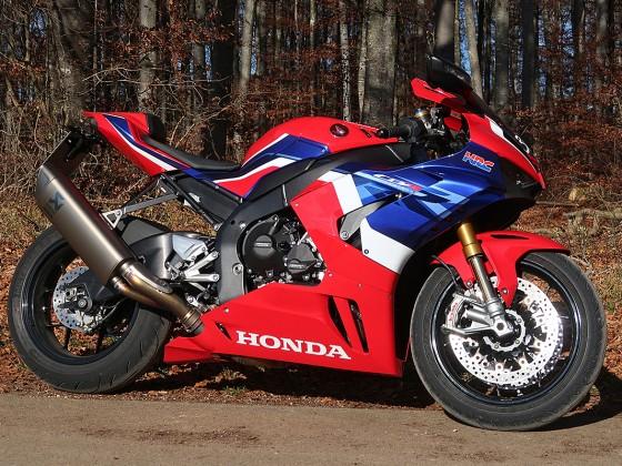 Honda_CBR1000RR-R_Fireblade_SP_Herbstimppressionen_-_23
