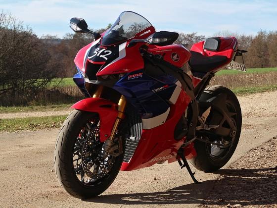Honda_CBR1000RR-R_Fireblade_SP_Herbstimppressionen_-_18