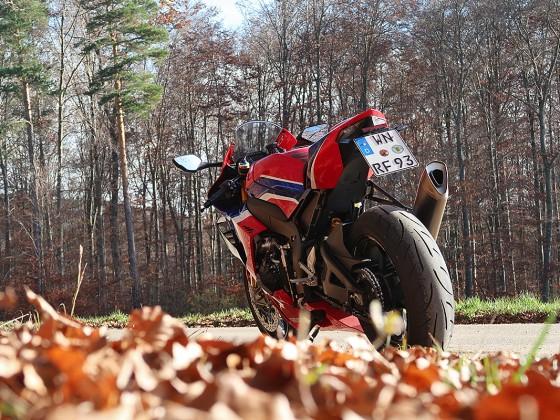 Honda_CBR1000RR-R_Fireblade_SP_Herbstimppressionen_-_24
